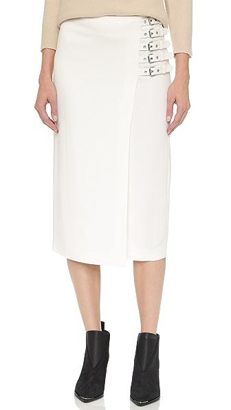 l.c. 半身裙的侧面饰有 5 个可调节搭扣带子.