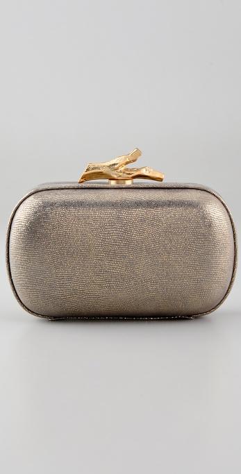 描述             这款金属色印花皮革手包采用结构感框和金色