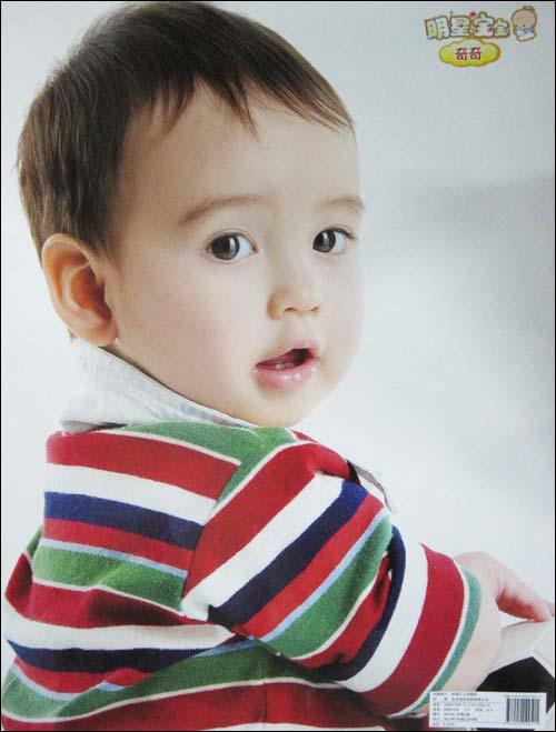 内容简介:《明星宝宝》海报收集了多张漂亮小宝宝的