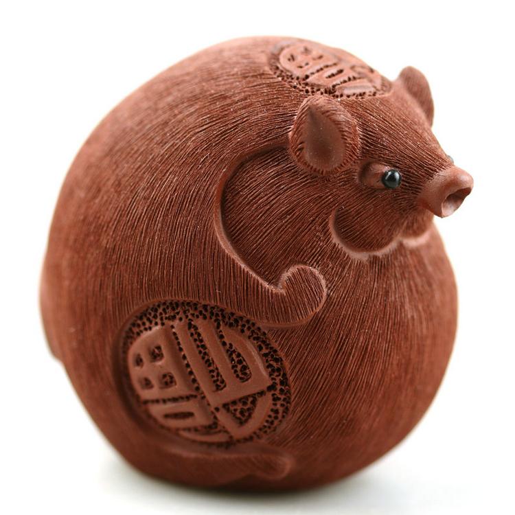 一些紫砂或澄泥烧制 而成的小工艺品,比如小象,小龟,蟾蜍,貔貅,小猪等
