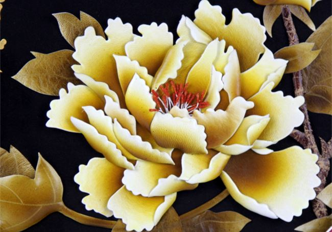 张杰手工羊皮立体花卉装饰画黑底黄牡丹