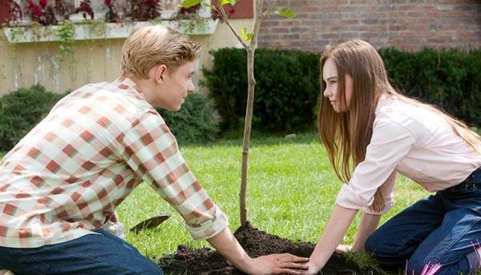 怦然心动; 上面有说 梧桐树对于朱丽 有很特别的意义; 词条:怦然心动图片