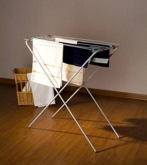 多功能简巧折叠晾衣架,采用折叠设计可同时吊挂多件衣 物,  阴雨天可