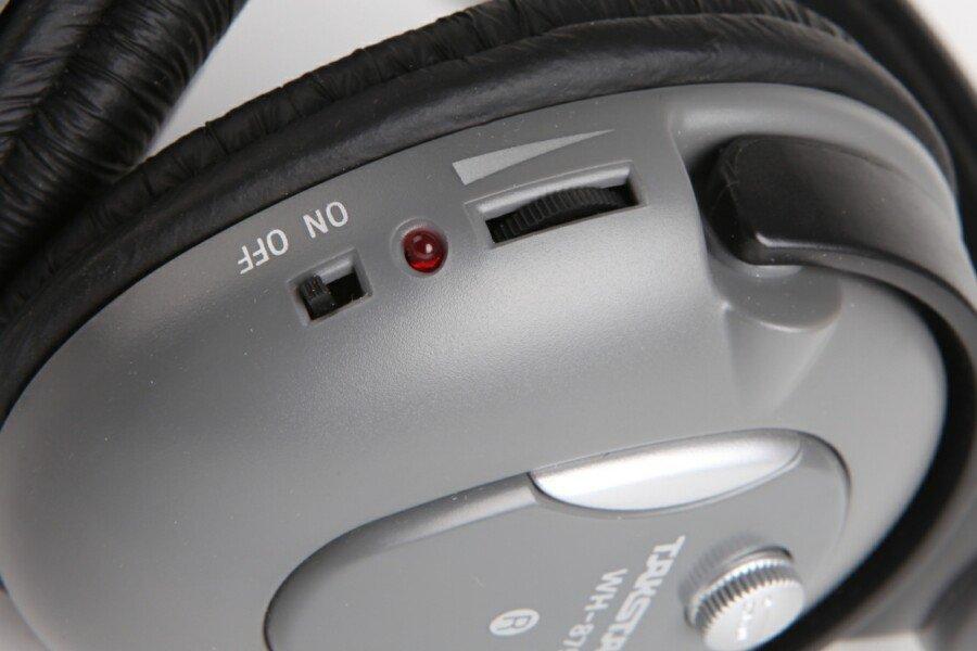 """8  wh-875s无线耳机具有特色静噪抑制电路,即使无信号时也不会有"""""""
