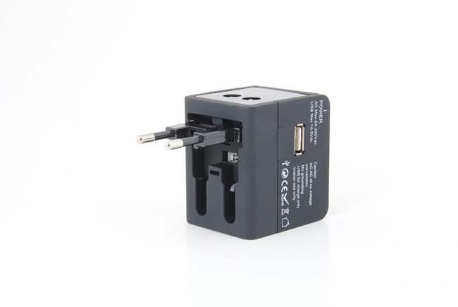 采用进口环保PC材料,防火阻燃,品质优越 黑色经典外观,设计精美,体积小巧,便于携带 带USB接口,通用性强,给您的使用带来极大方便 新一代全球通用转换插座,适用于全球150多个国家  产品参数: 适用电压:100-240V(伏) 额定电流:6A(安培) *负荷功率:110V MAX 660W(瓦),230V MAX 1380W(瓦) USB输出:直流1A,5V, 具USB充电短路保护 外形尺寸:61*56*46 mm 净重:108克 材质:PC 认证:CE ROHS认证  各国电压和开关插座 目前世界各
