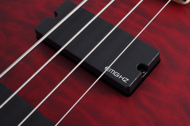 包边:multi-ply 卷弦器:schecter 拾音器:schecter diamond bass 电路