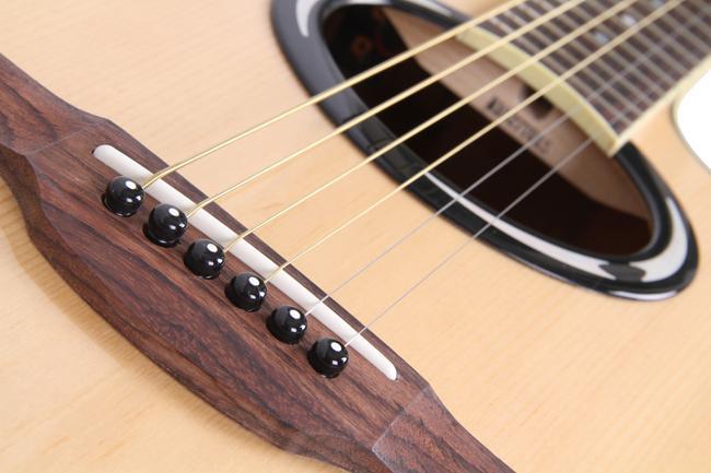 雅马哈 民谣吉他