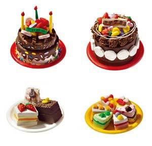 制作  彩泥,橡皮泥   此款彩泥利用不同的模具,制作出不同的生日蛋糕.